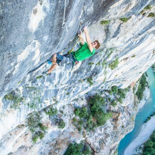 """Seb Bouin en """"Hosanna"""" (160 m, 8c), El Verdón"""