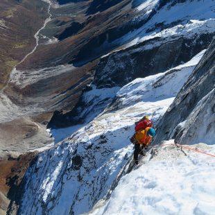 Quentin Roberts y Juho Knuuttila al pilar norte del Tengkangpoche