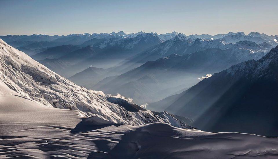 Un muy bella foto tomada por el alpinista cámara Luis Miguel López Soriano durante el ultimo intento de Carlos Soria al Dhaulagiri en otoño 2019.