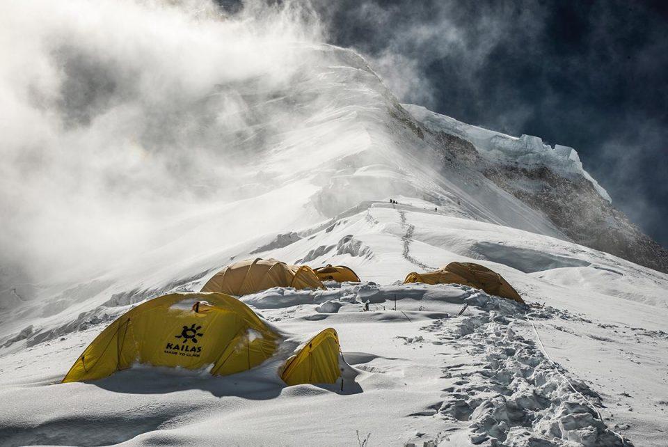 Una bella foto del cámara Luis Miguel Soriano del campo 2 del Dhaulagiri (otoño 2019) tomada durante el primer intento a cima que realizó con Carlos Soria