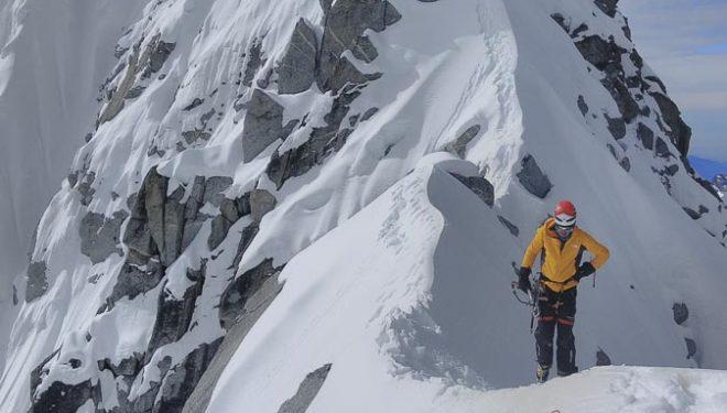 """Felipe Valverde """"Tronko"""" durante la parte final de su ascensión al Chukima Go (6257 m), Nepal, montaña en la que moriría al fallerle el primer rapel del descenso."""