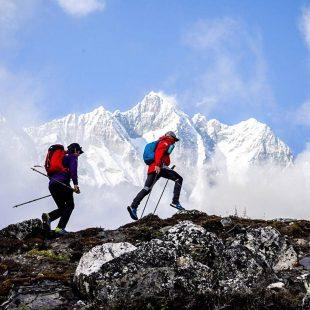 David Göttler y Hervé Barmasse, aclimatando en la zona de Chukung antes de su intento al Chamlang