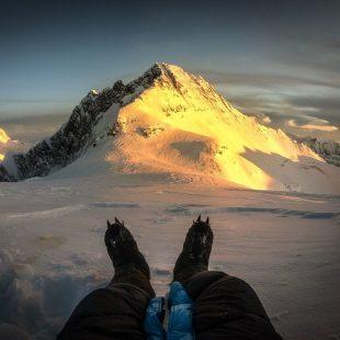Kilian Jornet en el Everest, a unos 8.300 metros de altura, por encima del Collado Sur, con el Lhotse al fondo. Octubre 2019.