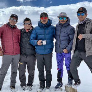 Nirmal Purja y sus compañeros sherpas en el CBA del Shisha Pangma