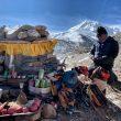 Ceremonia de la Puja de la expedición de Nirmal Purja al Shisha Pangma