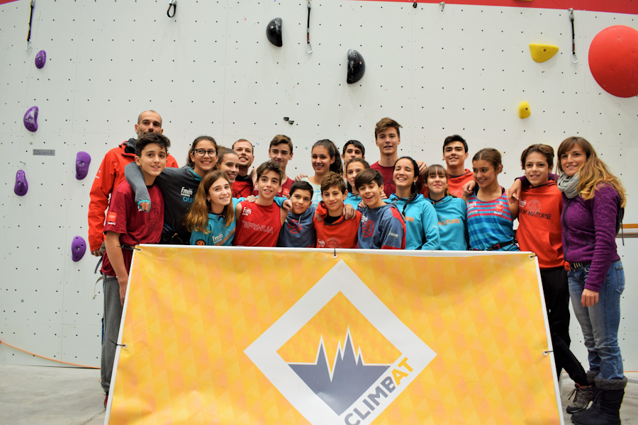 El equipo de la selección madrileña de escalada en la inauguración de X-Madrid Climbat
