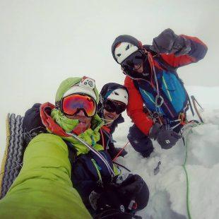 Pierrick Fine, Étienne Journet y Jordi Noguere en la cima del Mt. Grosvenor