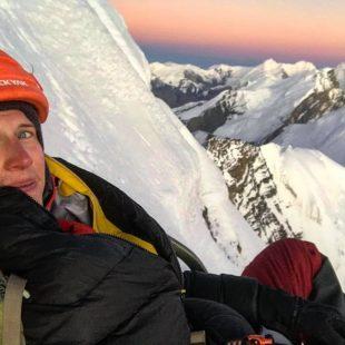 Jost Kobusch durante la primera ascensión del Amotsang (6.393 m) en solitario
