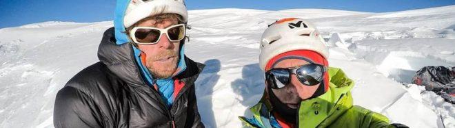 Silvan Schüpbach y Symon Welfringer en la cima norte del Tengi Ragi Tau tras abrir 'Trinité'