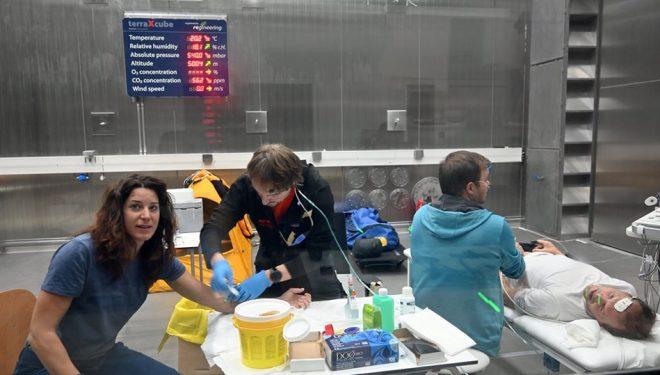 Tamara Lunger y Simone Moro, durante la preaclimatación dirigida por Eurac Research