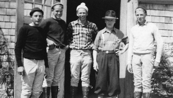 Molenaar, segundo desde la izquierda, con su hermano K, el guía principal Clark Schurman y sus amigos. Foto: The Mountaineers.