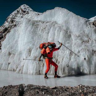 Jost Kobusch, contento tras alcanzar el C1 en el Everest invernal