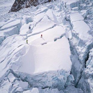 Simone Moro y Tamara Lunger, en el glaciar del Gasherbrum I invernal