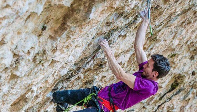 Stefano Ghisolfi en 'Stoking the fire' 9b en la cueva de Santa Linya en diciembre de 2019
