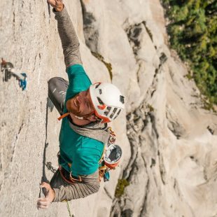 Siebe Vanhee escalando en el valle de Cochamó en enero de 2020