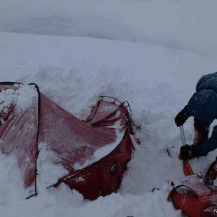 El C1 del Batura Sar tras la fuerte nevada