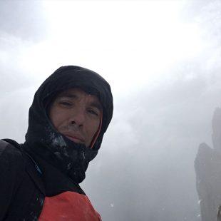 Alex Honnold, mal tiempo en la Aguja de l'S
