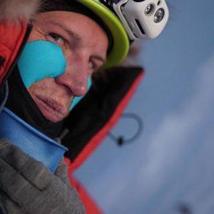 Jost Kobusch en el Hombro Oeste del Everest invernal 2020
