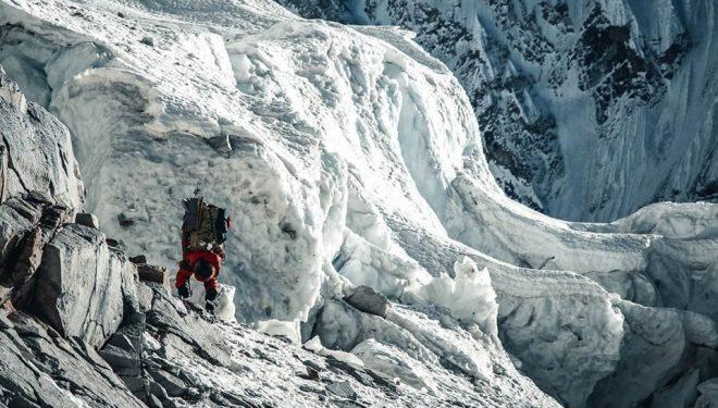 Jost Kobusch en el Everest invernal