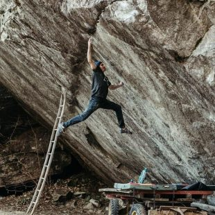 Daniel Woods en 'Off the wagon low' 8C+ que resolvió en marzo de 2020