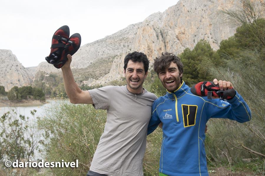 Javier Guzmán y Rafa Gómez, ganadores del Rally 12 horas escalada El Chorro 2020 con los pies de gato GARRA que utilizaron en la prueba.