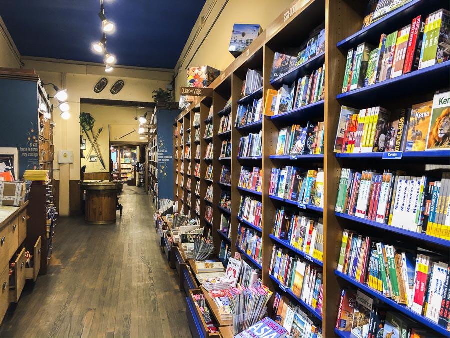 La Librería Desnivel el viernes 13 de marzo 2020 en el momento que cerraba sus puertas por primera vez al público desde 1898 (excepto, suponemos, algún momento de la Guerra Civil).