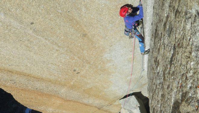 Mikel Zabalza en la vía Etat de Choc, Petit Clocher. Alpes suizos