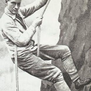 Hans Dülfer, practicando la técnica de rápel de su invención
