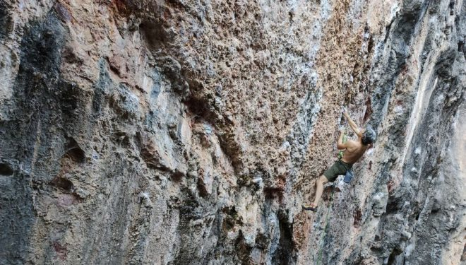 Escalando en Portinho da Rabia, Portugal