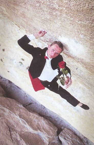 "Antoine Le Menestrel en ""Le Rose et le Vampire"""