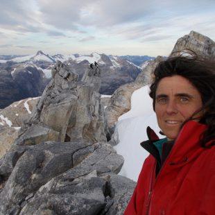 Sílvia Vidal en la cima de la aguja occidental Cerro Chileno