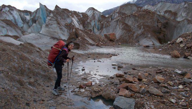 Sílvia Vidal porteando por glaciar del Valle Chileno