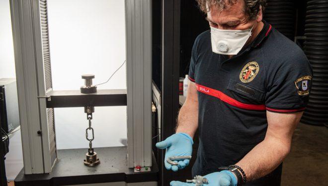 Durante los ensayos de desnifección de EPIs en Asac Vertical Lab