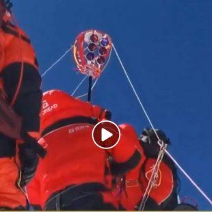 Topógrafos chinos en la cima del Everest