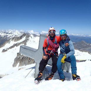Jonatan García y Angel Cerrillo en la cima del Aneto tras abrir (Sen Begades, 240 metros 6a/M4+). Era la ascensión número 100 al Aneto de Jonatan.