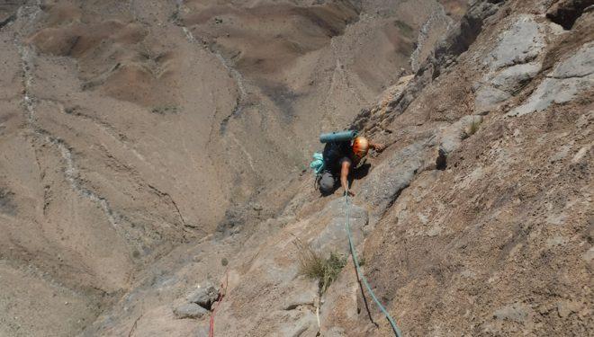 "L10, durante la apertura de ""Pandemia"" en Jebel Misht, Omán"