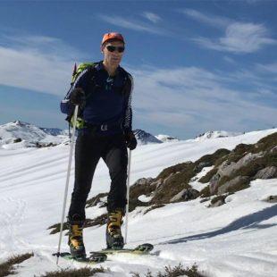 El abogado y montañero Nacho Sáez haciendo esquí de travesía