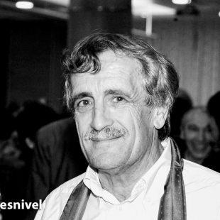 Ángel Landa en el homenaje a Juanito Oiarzabal celebrado en Vitoria en enero de 2004.