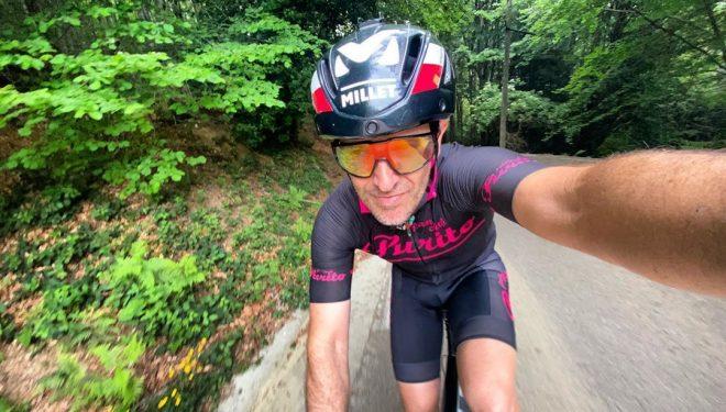 Sergi Mingote entrenando en bici durante la desescalada