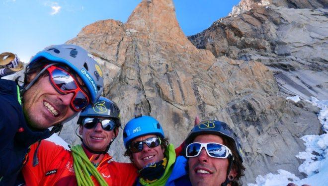 Matteo Della Bordella, François Cazzanelli, Isaïe Maquignaz y Francesco Ratti frente al Pilier Rouge du Brouillard