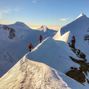 Nicolas Hojac y Adrian Zurbrügg en el Lyskamm (Alpes)
