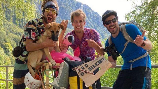 Nico Favresse, Sebastian Berthe y Damien Largeron, tras bajarse de 'End of silence' en los Alpes alemanes.