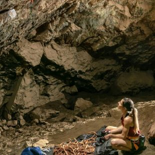 Mina Markovic en la cueva de Osp este verano.