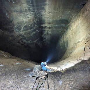 Pelut y Nofre descendiendo en su Proyecto Black Hole