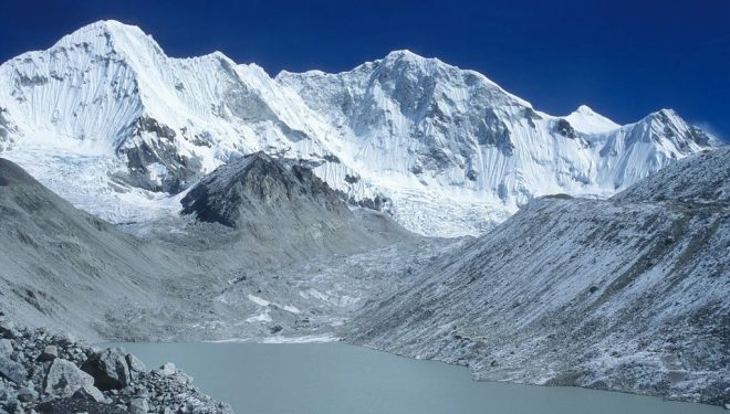 Baruntse (7.129 m).