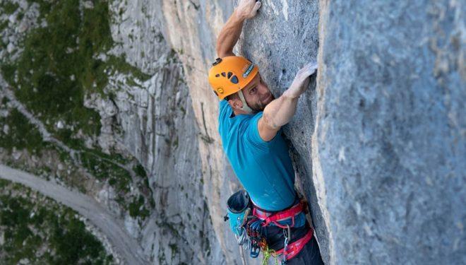 Jernej Kruder en 'Ellipsis' (200 m, 8b+) en el Mt. Bila Pec.