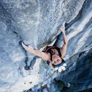 Caroline Ciavaldini en 'Une jolie fleur dans une peau de vache' (200 m, 8b) en el Verdon.