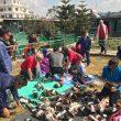 Entrega de material solidario en Nepal.
