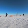 Manolo Taibo en su última expedición al Ártico, en marzo 2020, con Zigor Eguía y Rizos Amat
