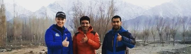 John Snorri, Muhammad Ali Sadpara y el capitán Haris.